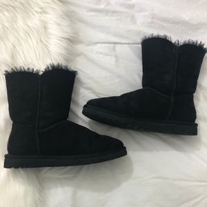 UGG Short Bailey Button Boots Black